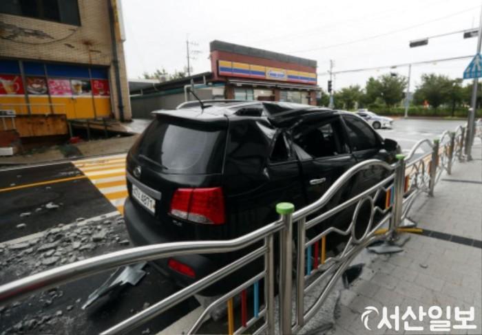 사본 -서령상가 외벽으로 차량 파손.jpg